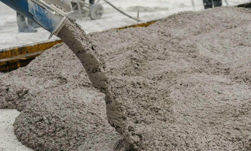 Из каких компонентов состоит бетон и почему важна правильная транспортировка?